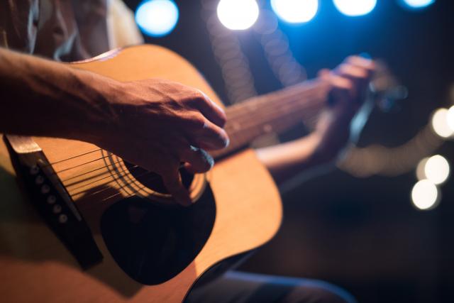 感動のギター演奏を聴くと演奏したくなる