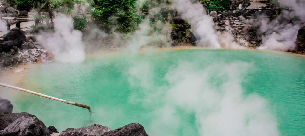 肌がスベスベの温泉水ってアルカリ性で角質を溶かしているから