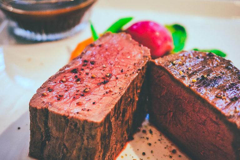プロが焼いた和牛もも肉の肉汁ステーキ