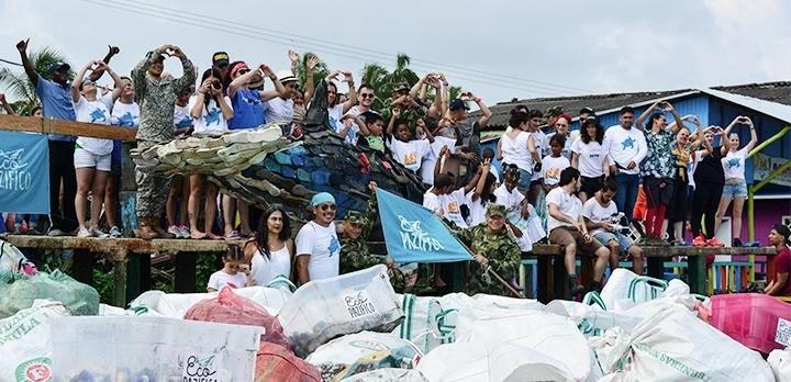 サングラスを買うだけでお海洋ゴミの清掃プロジェクトでゴミを回収に寄付できる