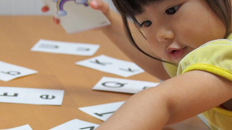 幼児の方が英語を覚えるのが早い訳とは