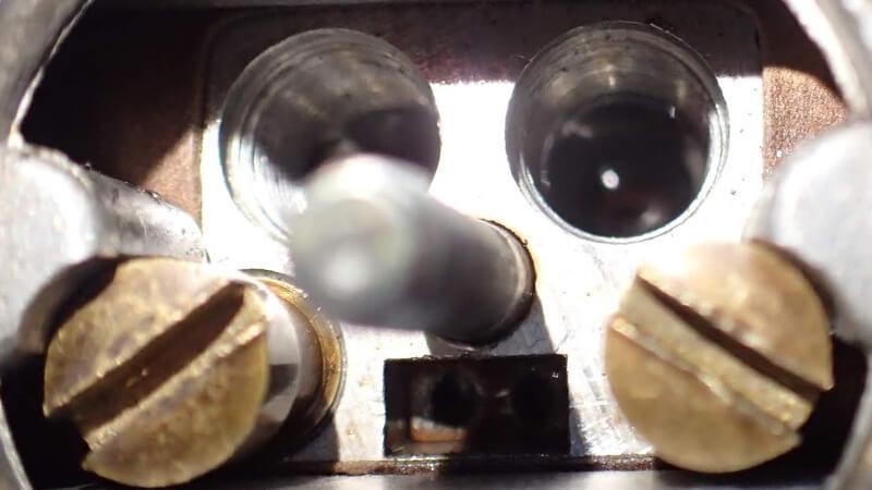 WEBERウェーバーキャブレターの油面調整中