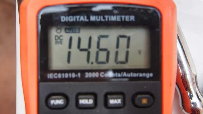 オルタネーターの電圧