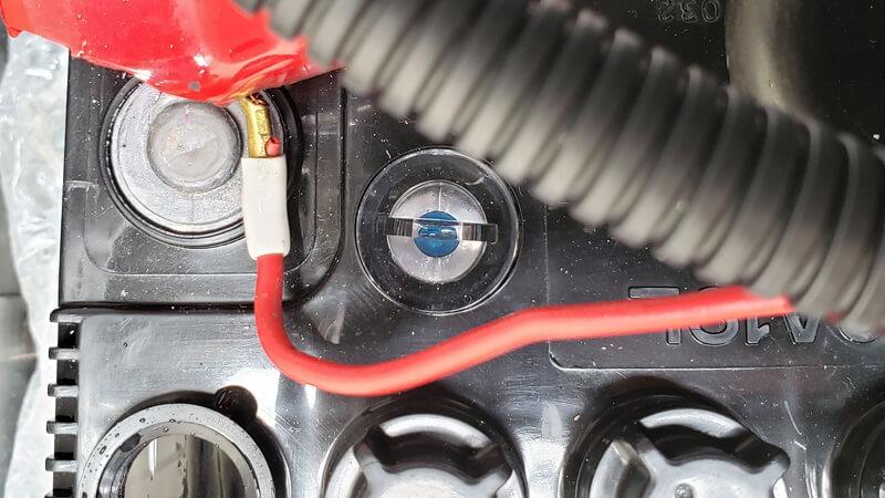 バッテリーのインジケーターは電解液の比重を見ているだけ