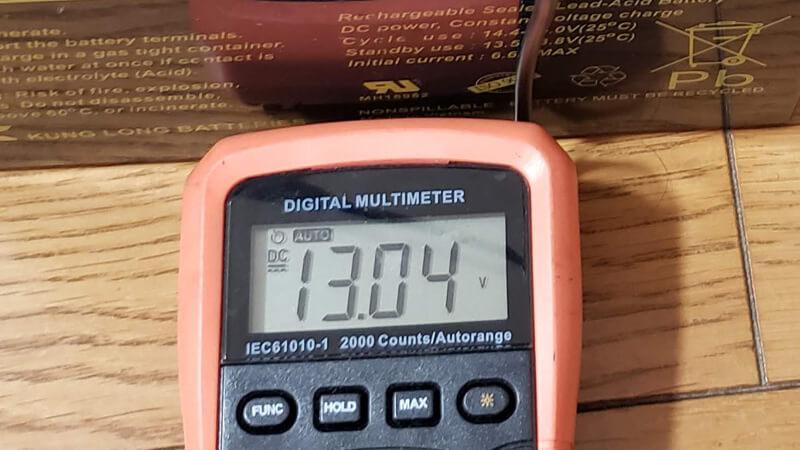 バッテリーの点検は電圧チェックすること
