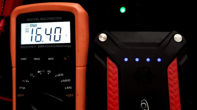 ジャンプスターターの電圧確認