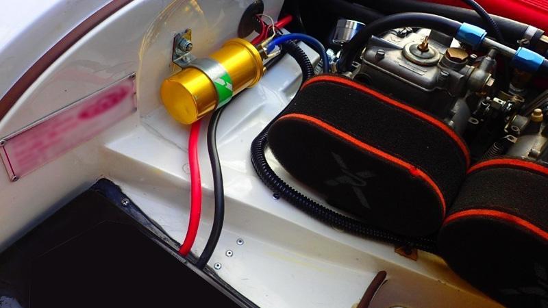 CDIを入れないシンプルなエンジンルームは旧車らしさを大切にしている