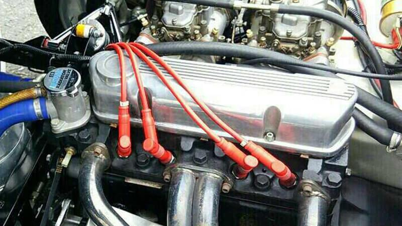 KENTエンジンのヘッドカバー